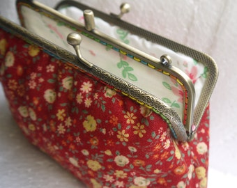 Double Kiss Lock Frame Wristlet Bridesmaids Gifts,Handbag,Purses Wallet  Clutch----Makeup,Cosmetic Bag,Evening Phone Case,Beige Wild Flower ba1003466e