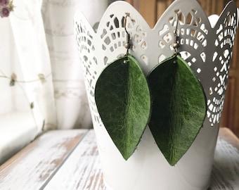 Leather Petal earrings - Green Leaf