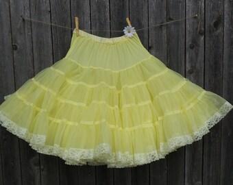 cb6dad111f8e Vintage YELLOW PETTICOAT, Square Dance Slip, Halloween Costume, Photo Prop  Skirt, Cowgirl Western Ruffle Slip, Size Medium 24