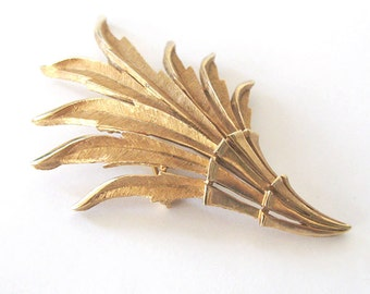 Crown Trifari Leaf Brooch, 1960s, Brushed Gold Finish Leafy Fronds, Madmen, Modern Style