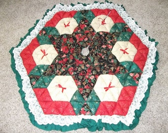Christmas Tree Skirt - Biscuit Quilted - Golden Ornaments