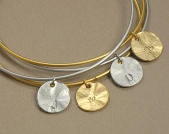 SINGLE Personalized Initial Disc Bangle, Personalized Jewelry, Initial Bracelet, Bridesmaid Gift Idea, Mother Jewelry, Wedding Bracelet