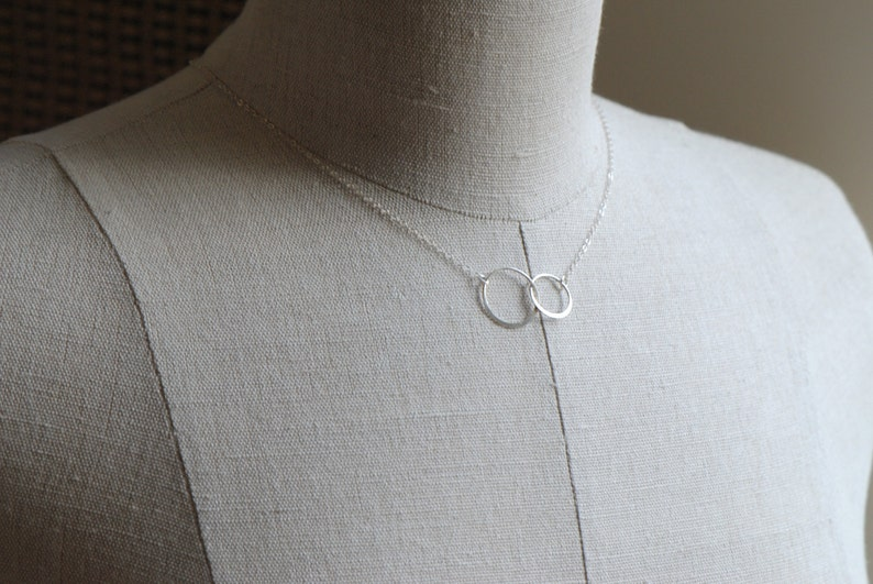 Anniversary Present Big Sister Interlocking Circle Necklace Sterling Silver Lil Sister Gift Mother Daughter Necklace 2 Sisters Necklace
