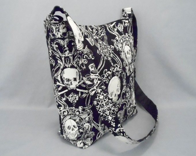 Pirate Skull and Crossbones Large Crossbody Bag with Pockets, Black and White