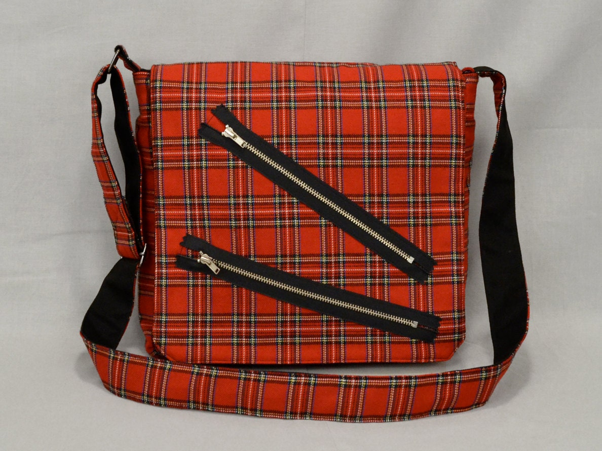 sac de messager punk taille moyenne carreaux rouge. Black Bedroom Furniture Sets. Home Design Ideas