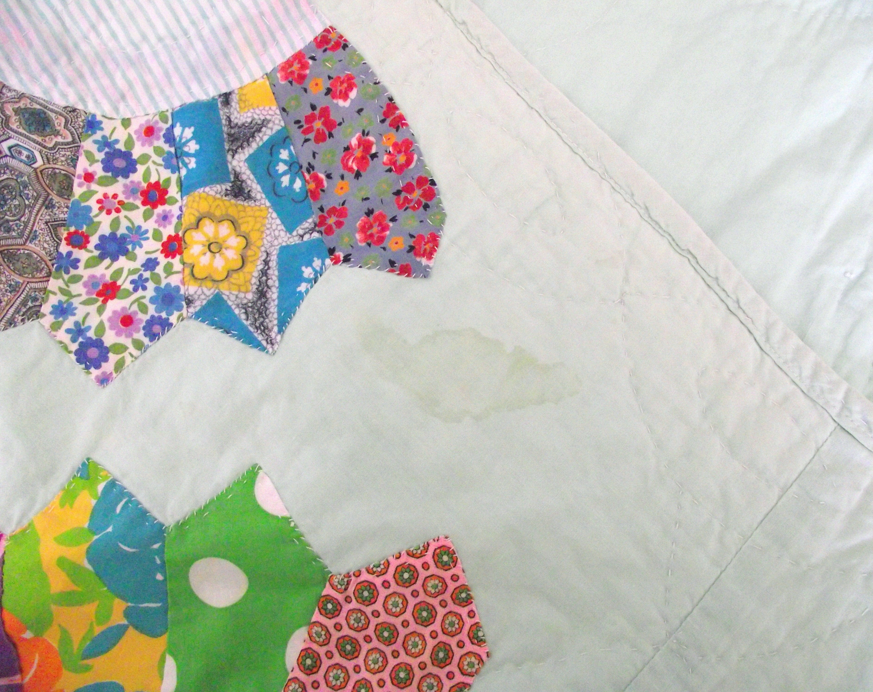 Retro Applique Quilt Hand Stitched Cotton Quilt with Fan Shaped Appliques , Twin Size 61 x 82 Quilt for Spring Bedroom Decor