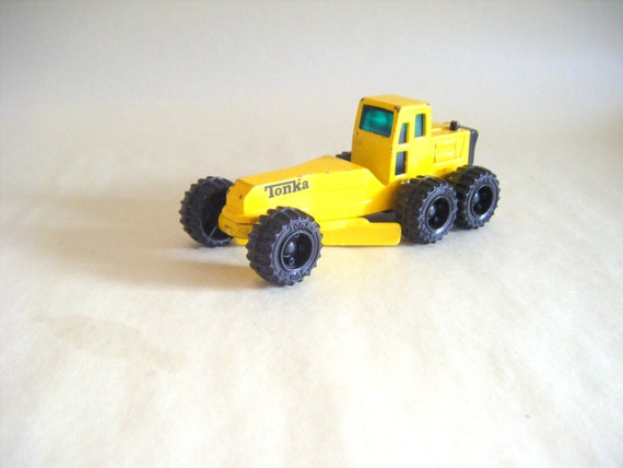 Vintage Tonka Road Grader Truck Yellow Die Cast Collectible Memorabilia Transportation Car Cake Topper Distressed