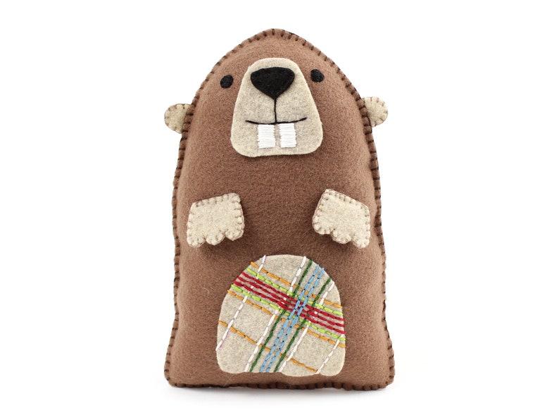 Groundhog Hand Sewing Pattern Sew a Felt Woodchuck Pattern image 0