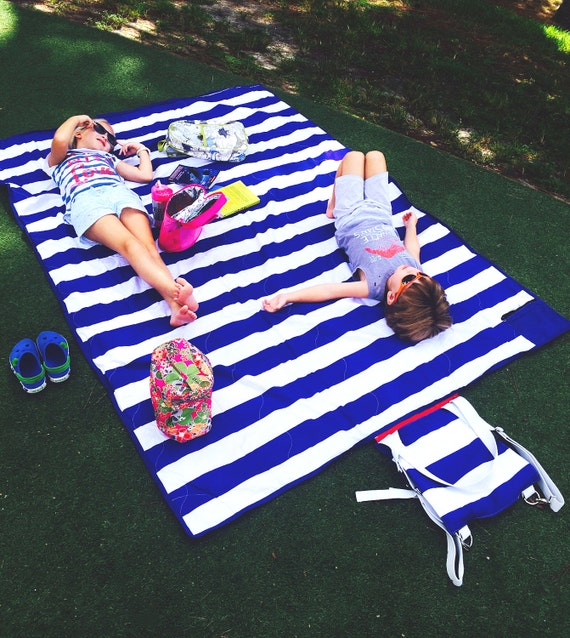 Brilliant Picnic Blanket in Cabana Blue