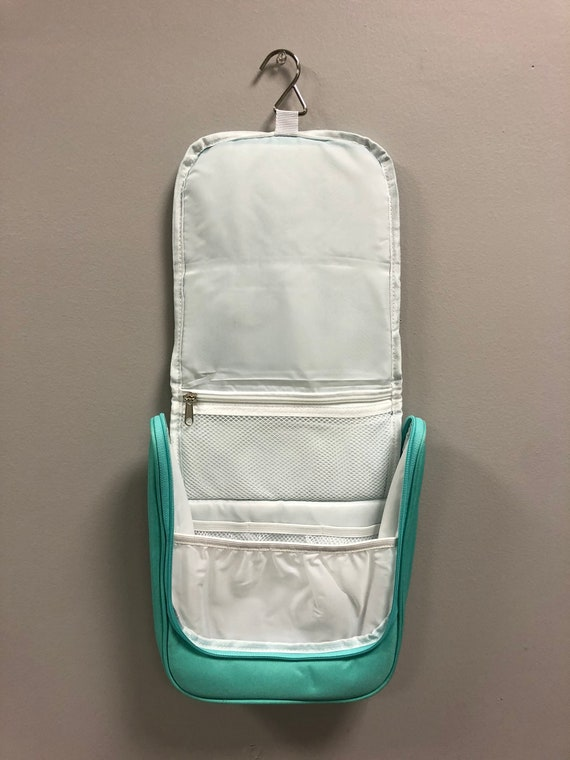 Hanging Travel Case in Mint Green