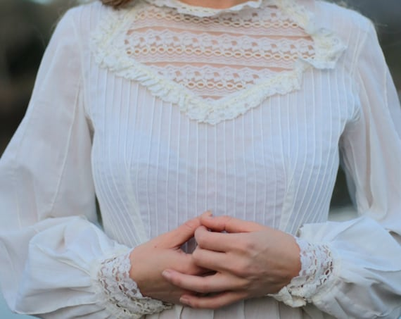 HONEYCOMB Vintage 1970's Wedding Gown Prairie Bridal Cream Boho Gunne Sax Style