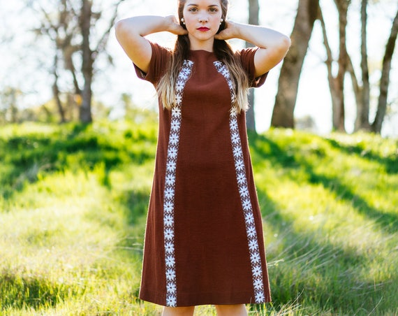 MAPLE Vintage 1960's Dress Daisy Embroidery Classic Mod Brown