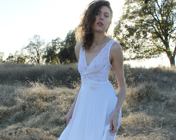 FROST Vintage 1970's Night Gown Peignoir Set Lingerie Bridal Two Piece Nightie White Floral Lace Honeymoon Wedding