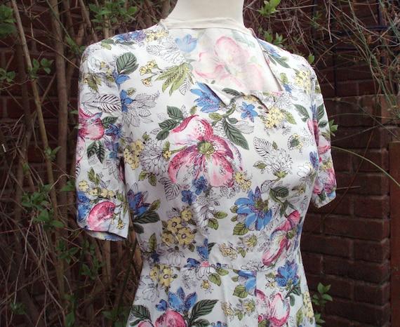 Pretty 0riginal 1940s floral day dress UK 10 12 US