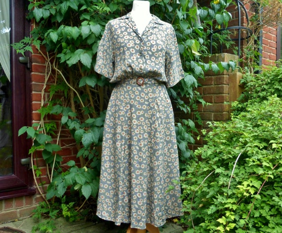 Pretty tea dress from 1970s in 1940s style  UK 14