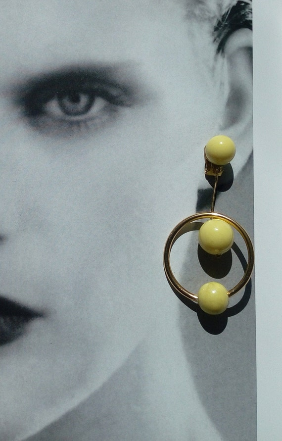 1970s Hoop Summer Earrings Pair of Circular Golden