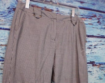 Women's Larry Levine Stretch Adorable Cuffed Houndstooth Pattern Capris Size 8