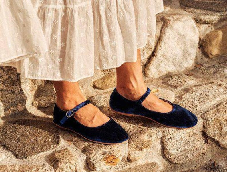 Edwardian Shoes – Styles for Women Velvet mary jane flats mary janes velvet flats handmade mary jane flats alexa chung style japanese style loop audrey flats classic $98.00 AT vintagedancer.com