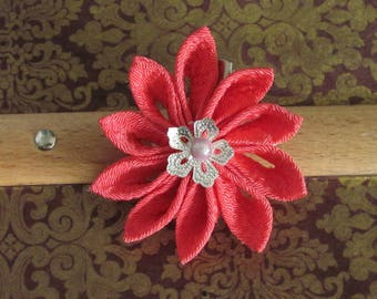 Pink Tsumami flower kanzashi hair clip