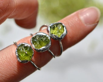Mother's day gift, Green natural Peridot Silver Ring, August birthstone, Stacking Rings, Raw Gemstone Silver Ring