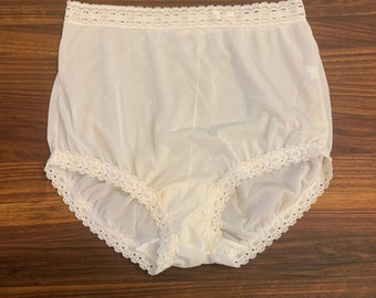 4d932b33fc19 Vintage 1980s OLGA 'Secret Hug Fashion Scoop' style #873 white nylon & lace  high waisted mushroom panties, size 5