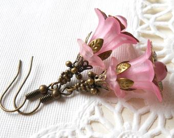 pink flower earrings lucite flowers vintage style flower earrings pink lucite flower earrings lucite earrings pink earrings floral earrings