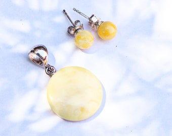 1beb5d74808 La Baltique ambre bijoux ensemble laiteux caramel blanc rond pendentif et  Stud ball boucles d oreilles 2