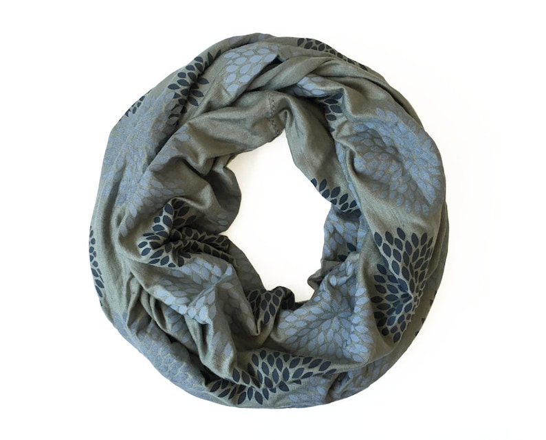 2cf49c62149 INFINITY SCARF - Gray Double Flowers on Sage