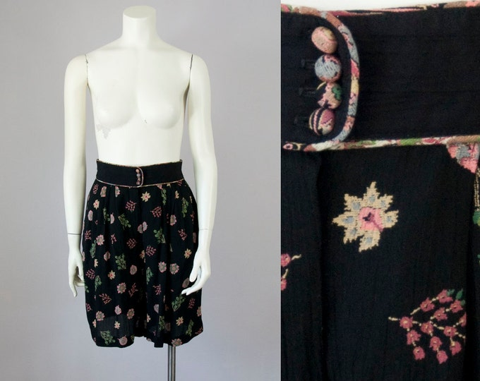80s Vintage Black Floral High Waist Pleated Rayon Shorts (S, M)