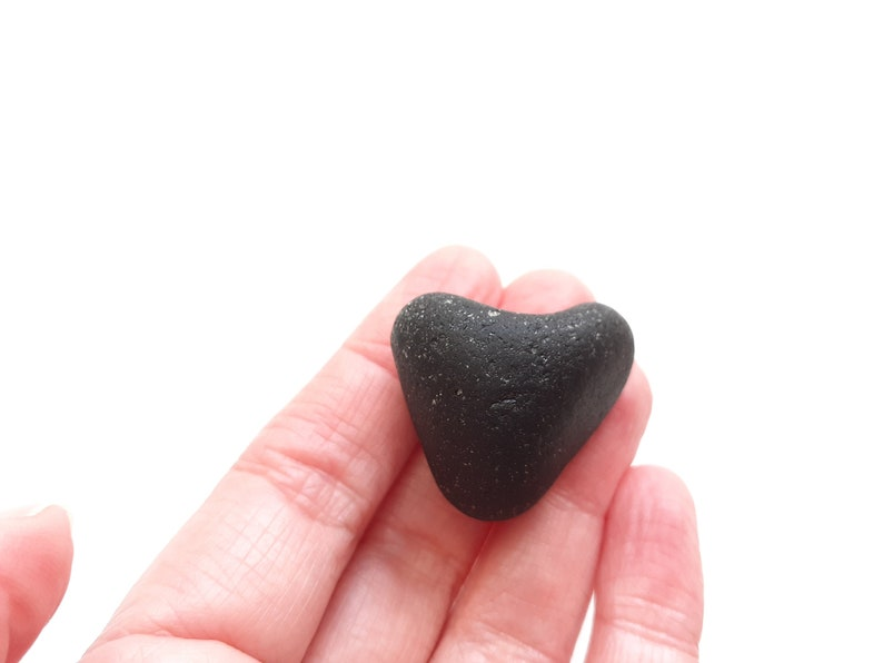Seaham Seaglass heart  Big and Black  perfect  E2218  from image 0