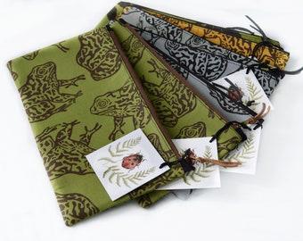 Gopher Frog Block Printed Zipper Cluch