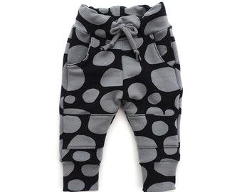 Mini Modern joggers sewing pattern, sizes 0-3 months to 5-6 T.   Pattern 131