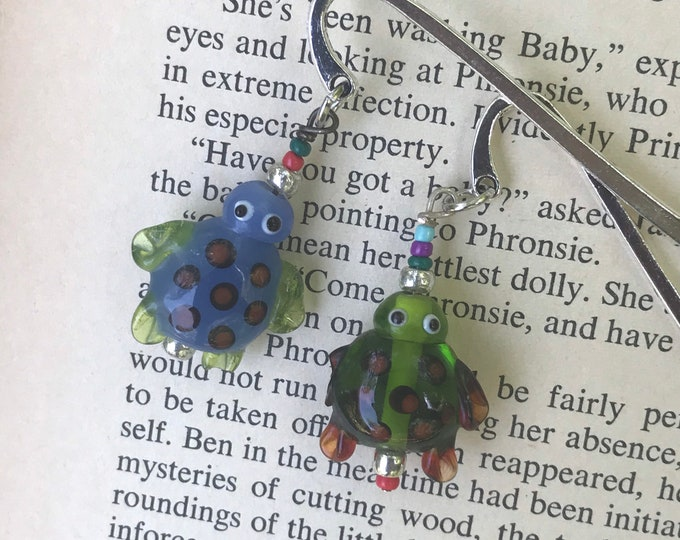 Colorful turtle charm bookmark/ glass turtle charm bookmark / animal gifts for readers