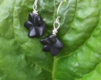 Floral earrings / Black flower earrings/ flower earrings/ onyx earrings