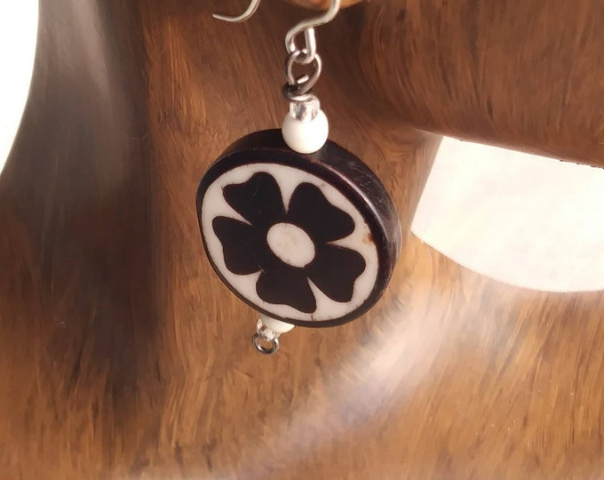 Round flower Ebony earrings/ flower earrings/ wood earrings / ebony earrings/ hippy boho earrings