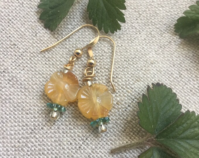 Citrine flower earrings - stone earrings - gold earrings - floral earrings -yellow earrings