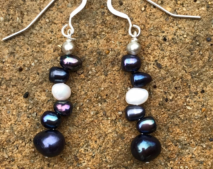 Navy blue Pearl earrings-  /bridesmaids jewelry/ pearl jewelry /classic pearls/ sterling silver / bridal jewelry