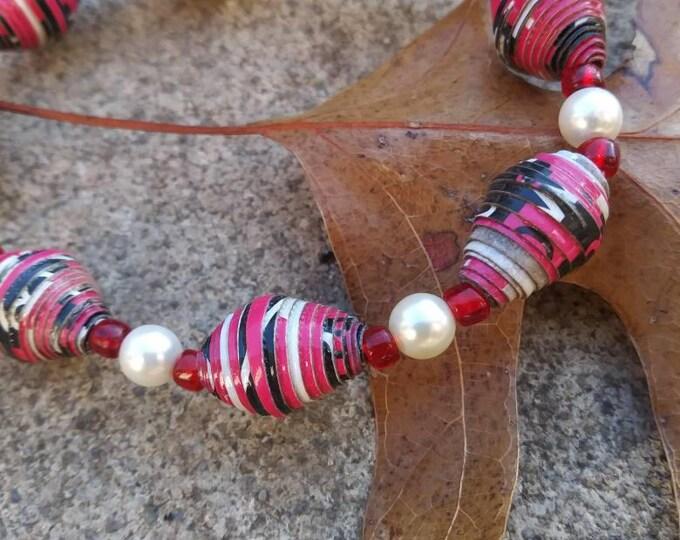 Bracelet- Pearl & Haitian paperbead white/ red