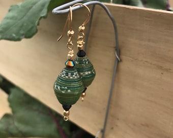 Kelly green paperbead earrings / 14k gold/ ecofriendly jewelry