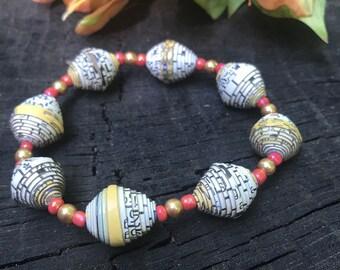 Paper bead Bracelet- Pearl & Haitian paperbead gold/ white / stretch bracelet