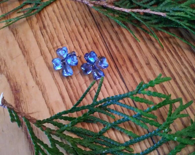 Flower earrings/ blue flower stud earrings/ stud earrings/ blue glass earrings