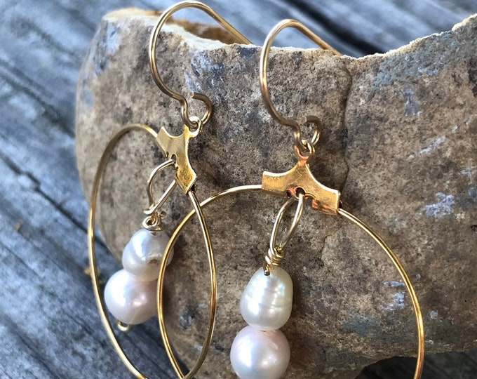 Gold and pearl hoop earrings / minimalist pearl hoop earrings