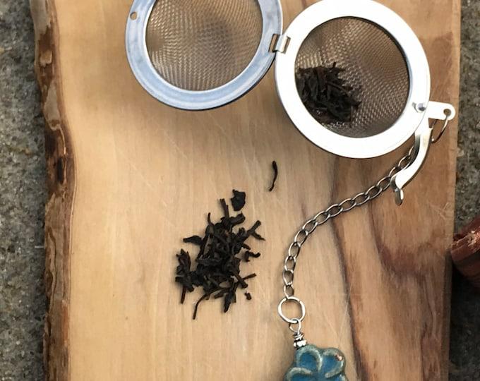 Tea infuser/ blue flower tea infuser/ tea strainer / loose leaf tea strainer/ loose leaf tea infuser bookmark set