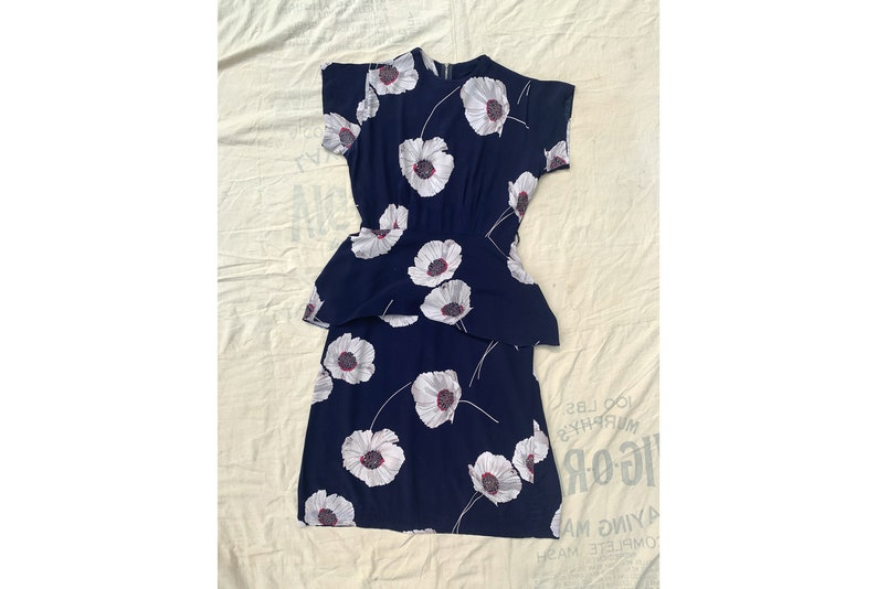 Navy Blue and White Women/'s 40/'s Fashion Vintage 1940/'s Rayon Floral Dress