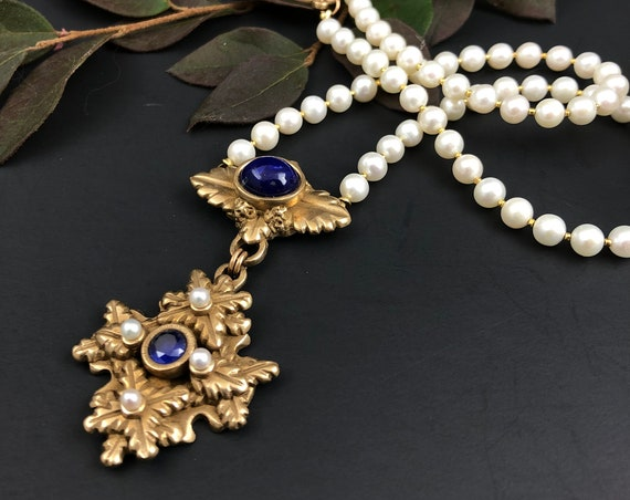Historically inspired sapphire and lapis pendant necklace