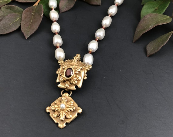 Historically inspired garnet and pearl pendant necklace