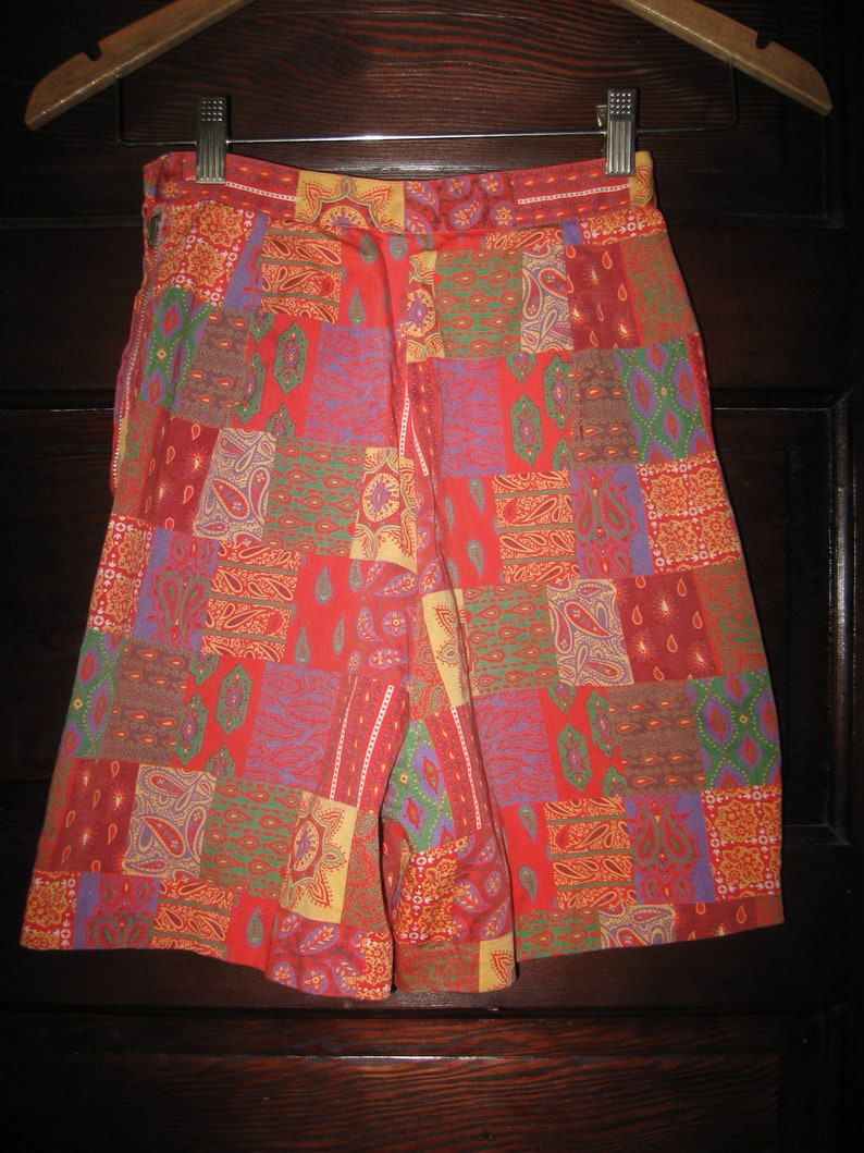 Vintage 1960s Cotton Sateen Orange Purple Green Gold Paisley Variations Print Shorts S