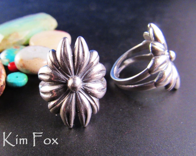 KFR411 Daisy Ring in Sterling Silver wraps around the finger in US sizes 6, 8, 10 designed by Kim Fox