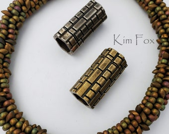KF325 Straight magnetic clasp with brick pattern in bronze by Kim Fox