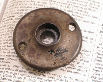 Single Vintage Cast Iron Door Knob Rosette Plate   Antique Doorknob Hardware    A